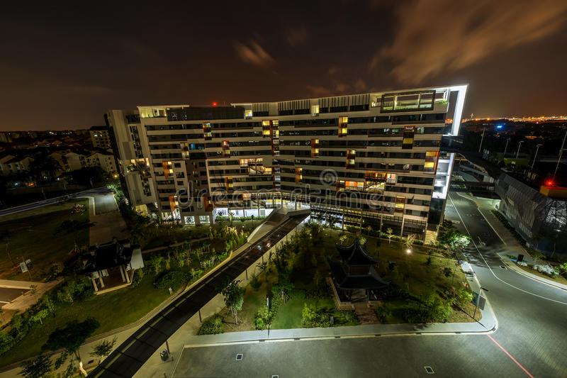Sikt av det fjärde autonoma universitetet, SUTD-universitetsområde i Singapore arkivfoton