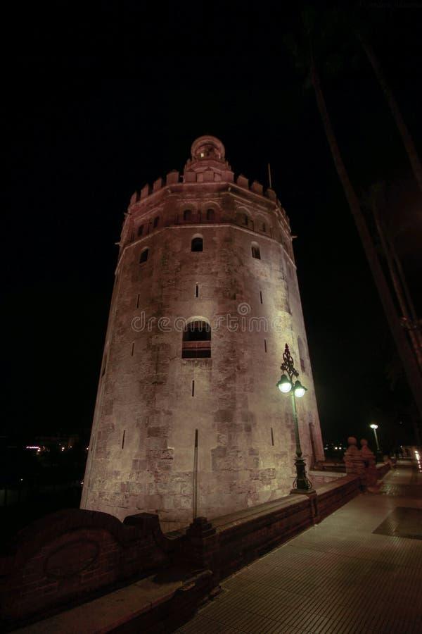 Sikt av det guld- tornet Torre del Oro av Seville, Andalusia, Spanien över floden Guadalquivir arkivbild