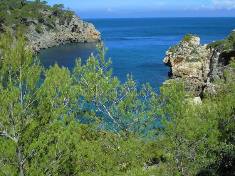 Sikt av det medelhavs- från den Mallorcan kusten fotografering för bildbyråer