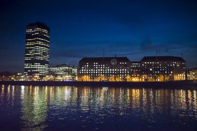 Sikt av det Millbank tornet på natten, London, UK royaltyfri fotografi