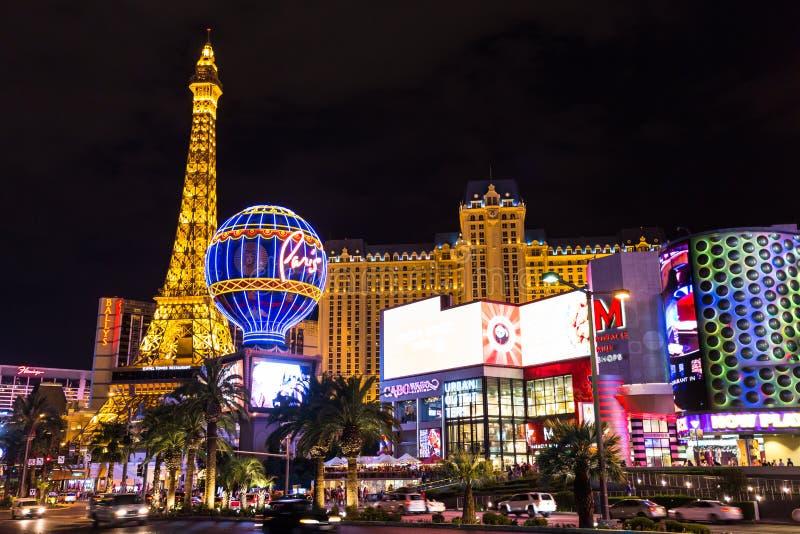Sikt av det Paris Las Vegas hotellet och kasinot på natten, LAS VEGAS, USA arkivbilder
