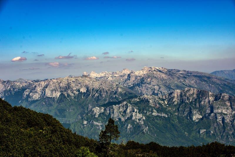 Sikt av det Prenj berget i Bosnien royaltyfri fotografi