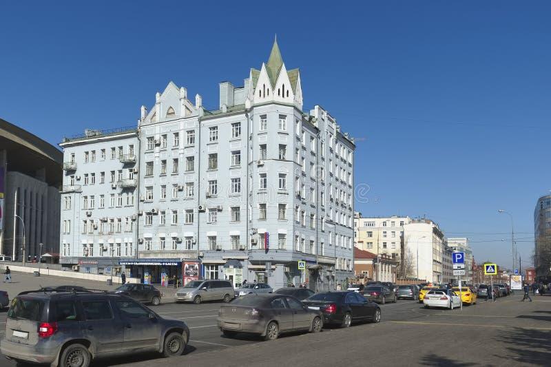 Sikt av det tidigare lägenhethuset A D Chernyatina royaltyfria foton