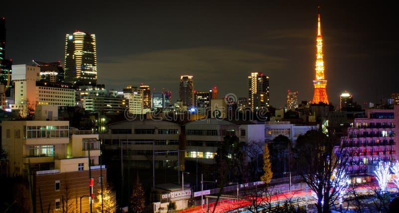 Sikt av det Tokyo tornet från Roppongi Hills royaltyfria bilder