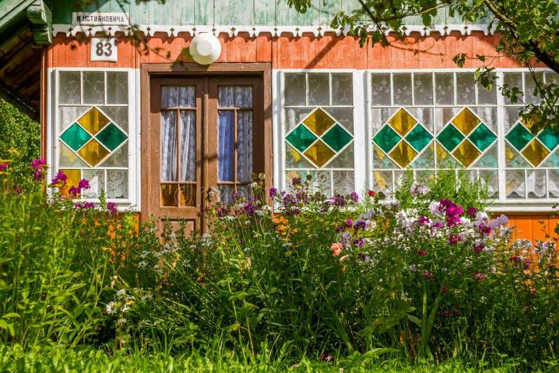 Sikt av det traditionella byhuset i Ukraina, Europa royaltyfria bilder
