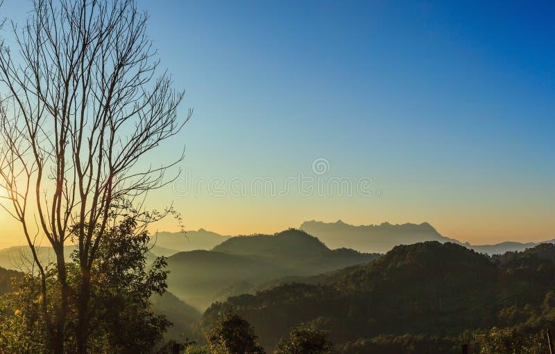 Sikt av Doi Luang Chiang Dao royaltyfri foto