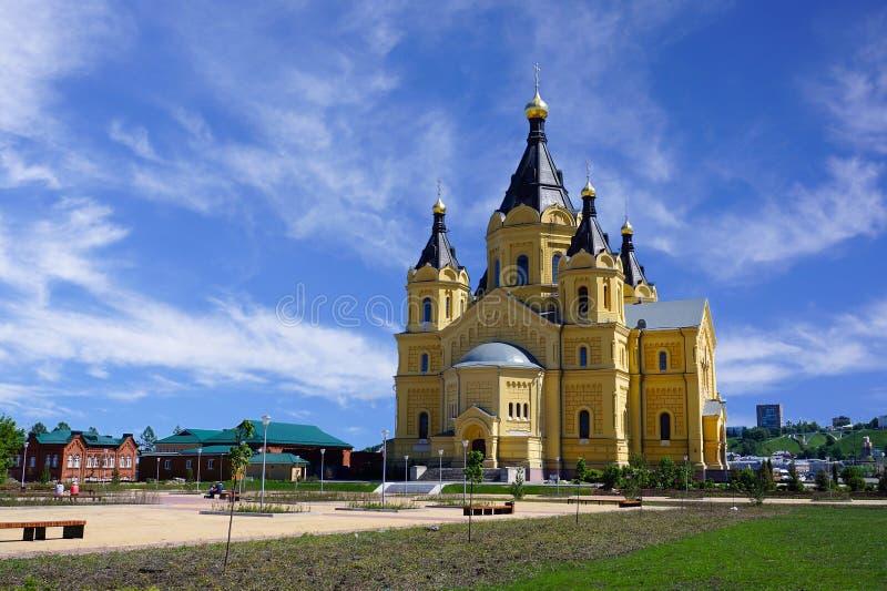 Sikt av domkyrkan Alexander Nevsky i Nizhny Novgorod fotografering för bildbyråer