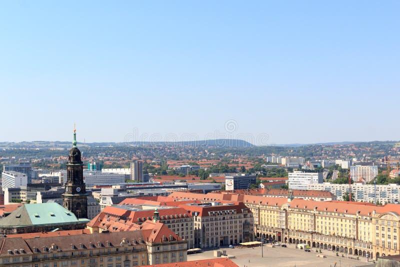 Sikt av Dresden cityscape med fyrkantiga Altmarkt (gammal marknad) och kyrkliga Kreuzkirche royaltyfria foton