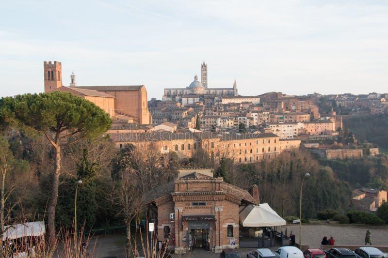 Sikt av Duomodi Siena från den Medici fästningen tuscany italy arkivbilder