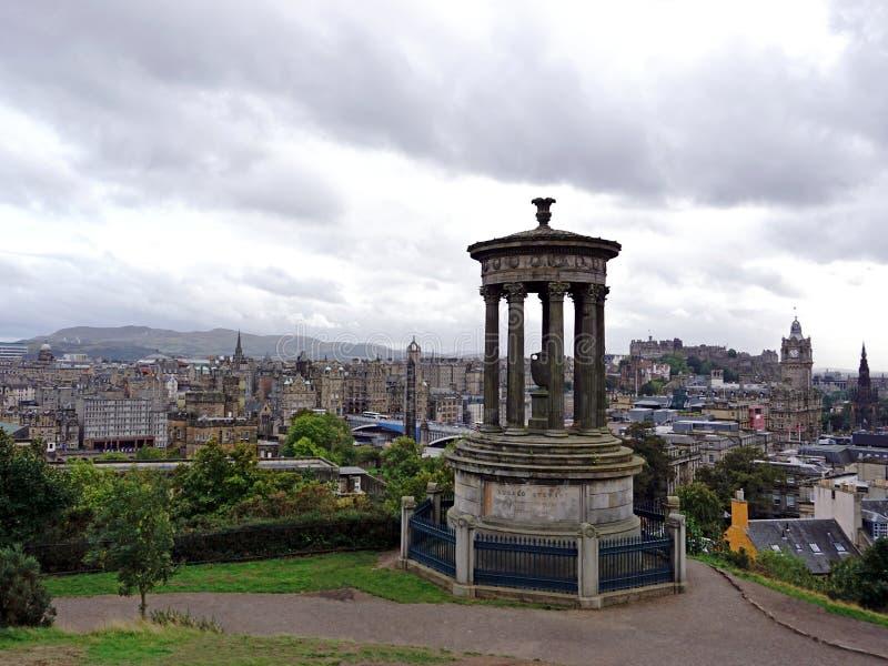 Sikt av Edinburgh fr?n den Calton kullen royaltyfri fotografi