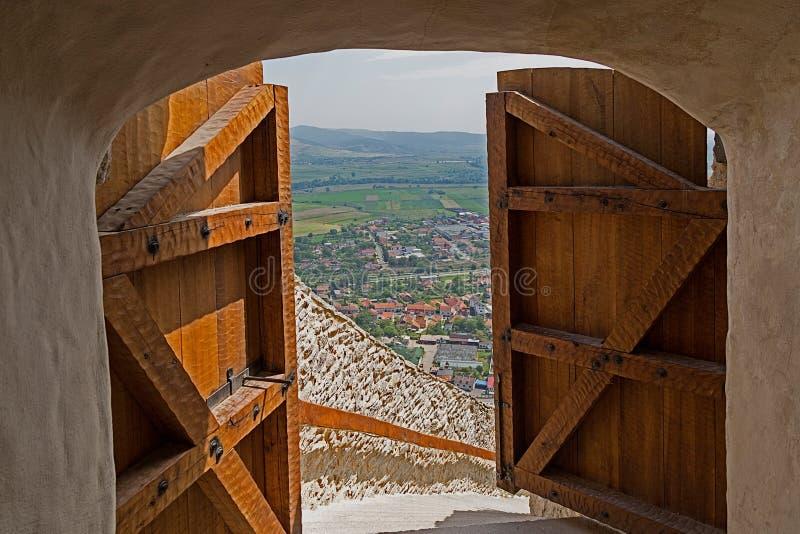 Download Sikt Av En Del Av Staden Deva, Till Och Med De öppna Dörrarna Av Fet Arkivfoto - Bild av citadel, dörr: 76701510