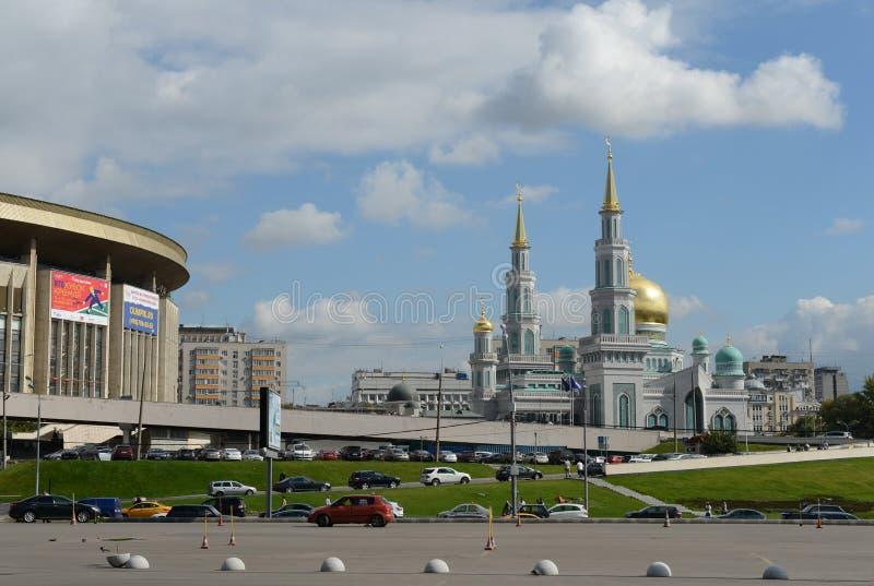 Sikt av `en för komplex ` för sportar den olympiska och Moskvadomkyrkamoskén royaltyfri foto