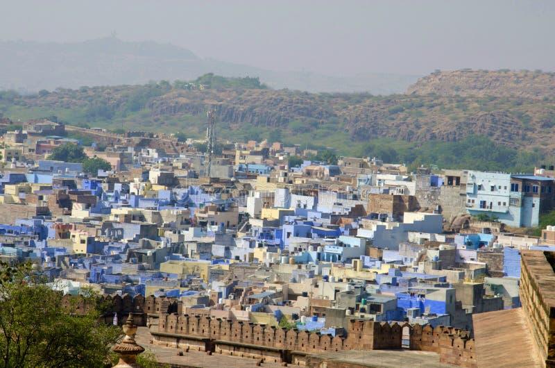 Sikt av en gammal Jodhpur stad, också som är bekant som blå stad uppifrån, Mehrangarh eller Mehran Fort Jodhpur, Rajasthan, Indie royaltyfri foto