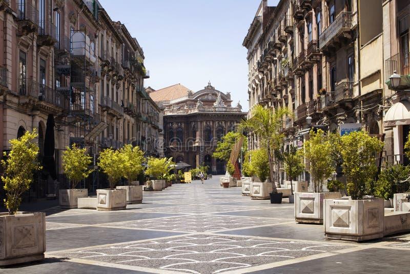 Sikt av en gata i Catania royaltyfri fotografi