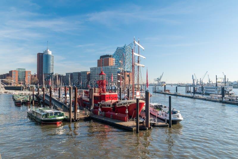 Sikt av en Hamburg hamn som är bekant som staden Sporthafen Hamburg e V royaltyfria bilder