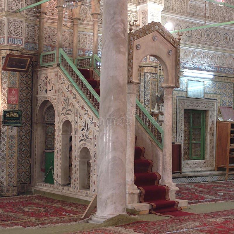 Sikt av en moskéinre royaltyfri foto