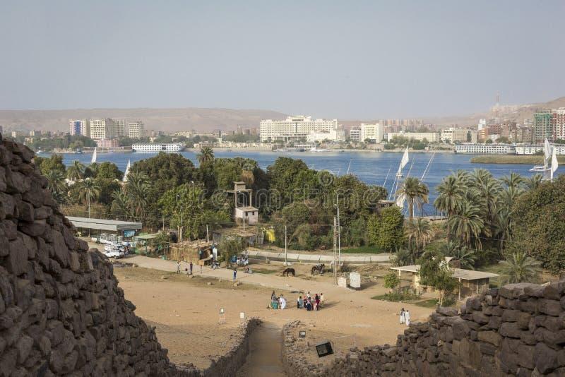 Sikt av en Nubian by i öknen nära Aswan, Egypten royaltyfria foton