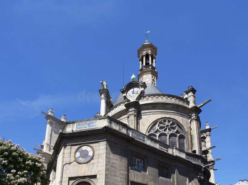 Sikt av en traditionell gammal kyrka arkivfoton