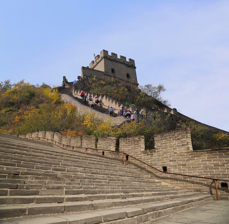 Sikt av ett av de mest sceniska avsnitten av den stora väggen av Kina, nord av Peking arkivfoton