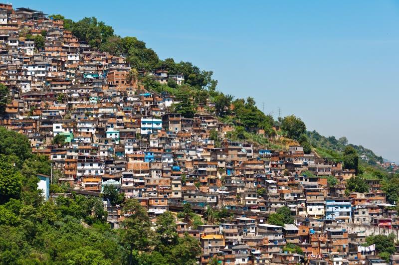 Sikt av fattigt bosatt område i Rio de Janeiro royaltyfria foton