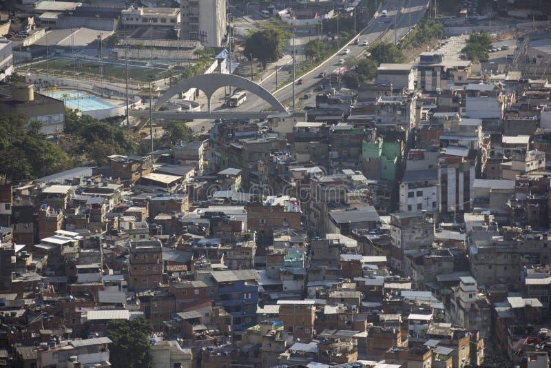 Sikt av Favela da Rocinha i Rio de Janeiro arkivfoton