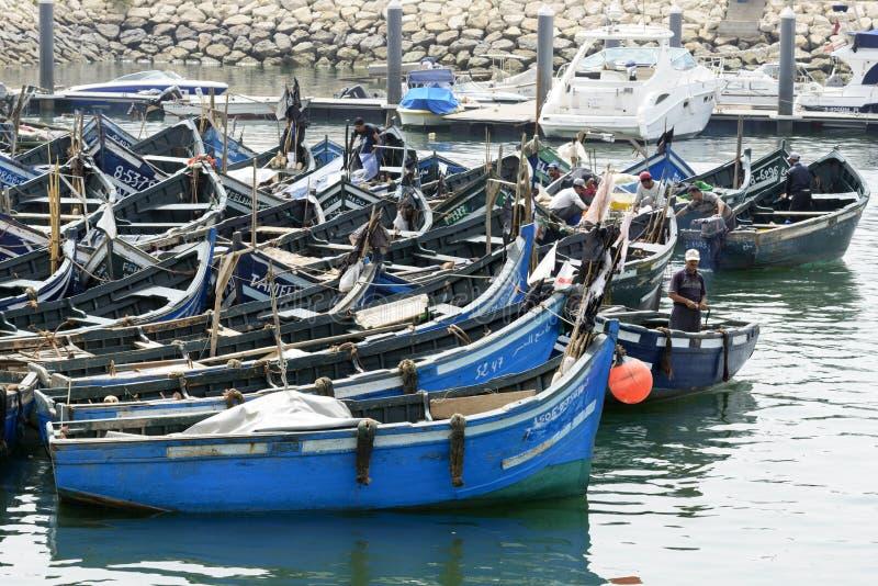 Sikt av fiskebåtar i Essaouira port fotografering för bildbyråer