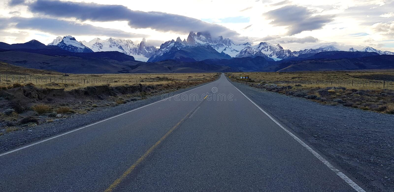 Sikt av Fitz Roy längs vägen till El Chalten, Patagonia, Argentina royaltyfria foton