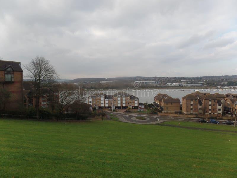 Sikt av floden Medway från Churchfields, Rochester, Förenade kungariket royaltyfria foton