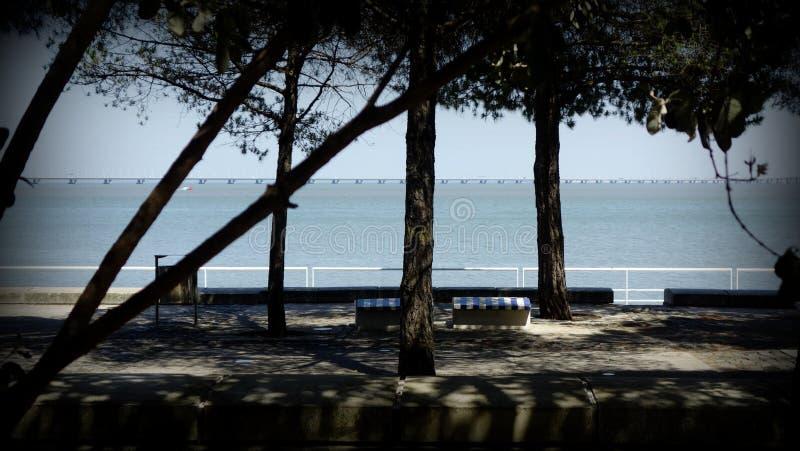 Sikt av floden Tagus i Lissabon royaltyfri foto