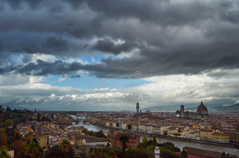 Sikt av Florence efter regn från Piazzale Michelangelo, Florence royaltyfri fotografi