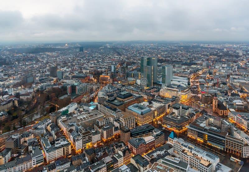 Sikt av Frankfurt - f.m. - strömförsörjning - Hessen, Tyskland royaltyfri fotografi