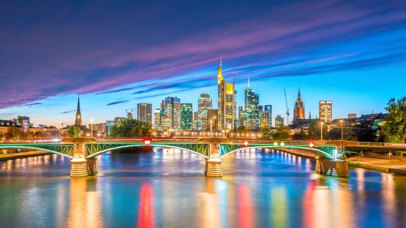 Sikt av Frankfurt stadshorisont i Tyskland royaltyfri foto