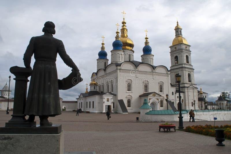 Sikt av fyrkanten framme av det historiska Kremlkomplexet royaltyfria bilder