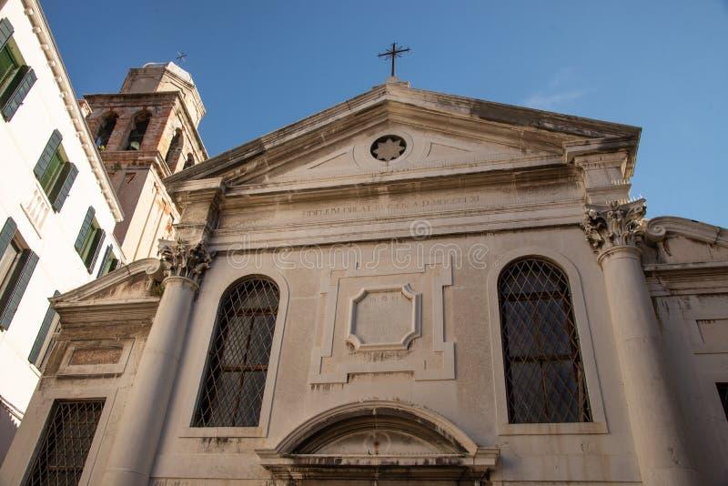 Sikt av fyrkanten som kallas 'Campo Nazario Sauro 'i den äldsta delen av Venedig, Italien royaltyfria bilder