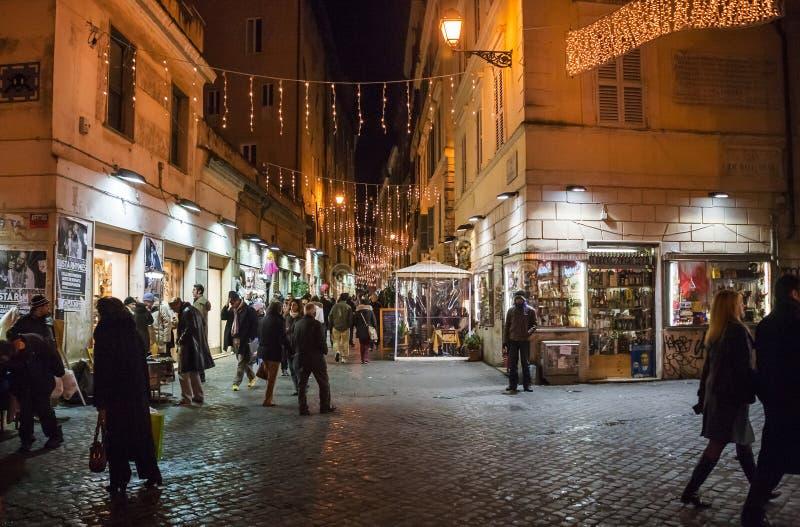 Sikt av gatan från Piazza Campo de Fiori i Rome royaltyfria bilder
