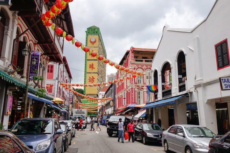 Sikt av gatan i kineskvarteret, Singapore arkivfoton