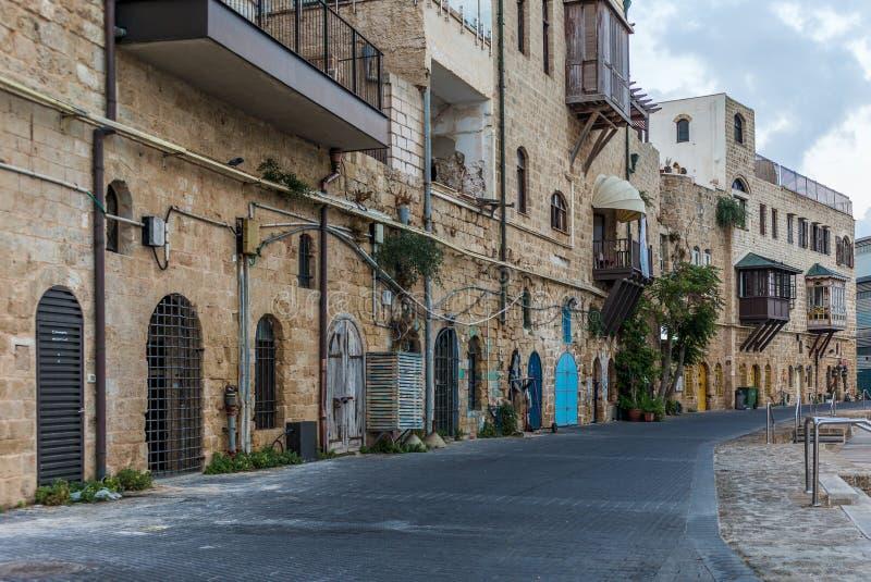 Sikt av gatan som vänder mot den gamla porten av Jaffa i Israel arkivfoto