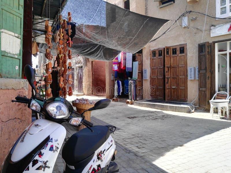 Sikt av gatorna av medinaen i Marrakech arkivbild