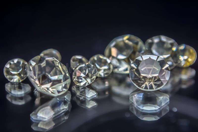 Sikt av gemstones, flera diamanter med olika format arkivfoto
