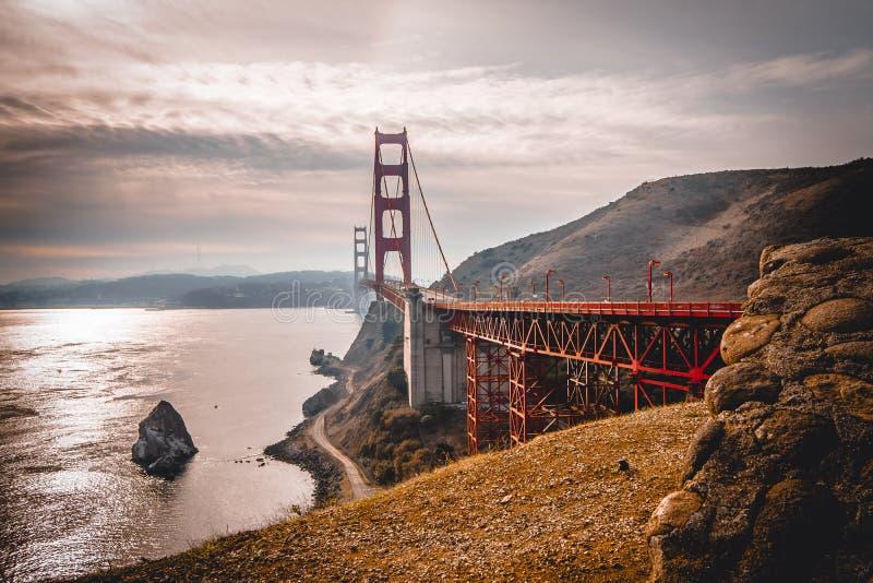 Sikt av Golden gate bridge från utsiktpunkt royaltyfria bilder