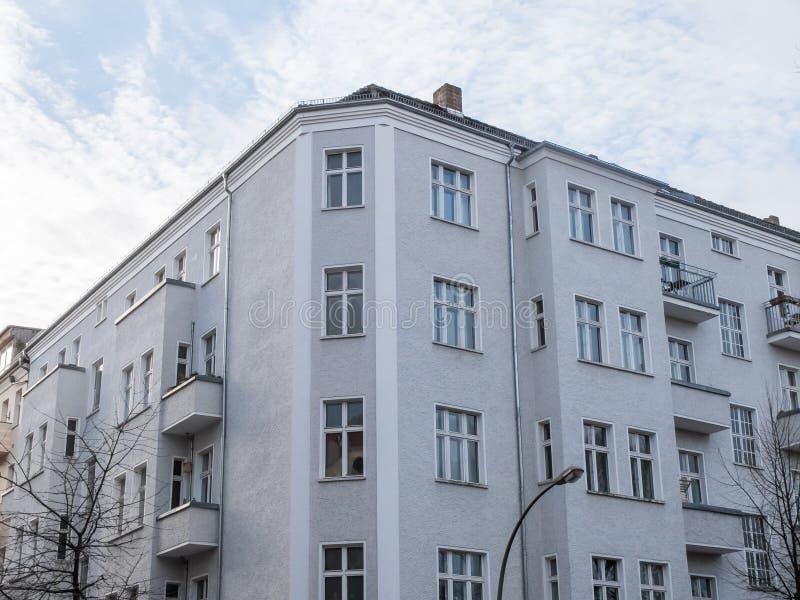 Sikt av gråa bostads- vind arkivfoto