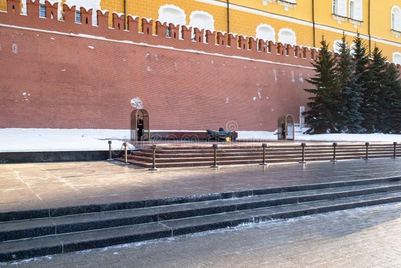 Sikt av gravvalvet av den okända soldaten i Moskva royaltyfria bilder