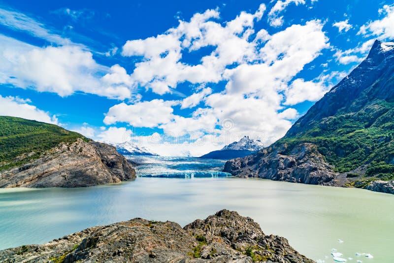 Sikt av Grey Glacier och Gley sjön i den Torres del Paine nationalparken royaltyfria foton