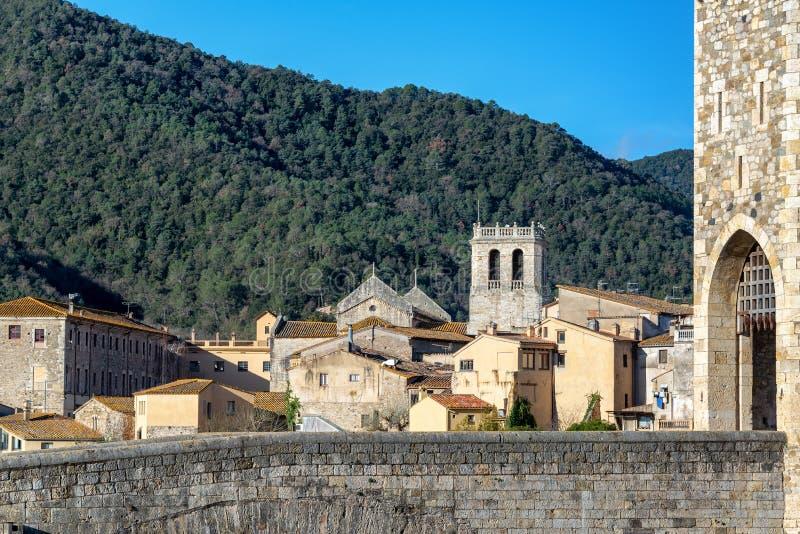 Sikt av härliga Besalu, Spanien royaltyfria bilder