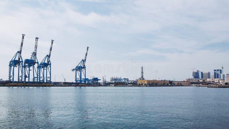 Sikt av hamnen i Genua royaltyfri fotografi