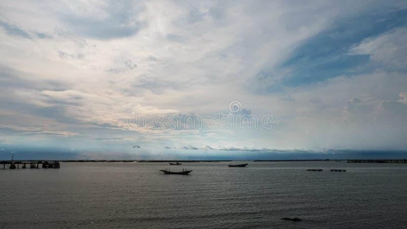 Sikt av hamnen på det Chonburi landskapet fotografering för bildbyråer