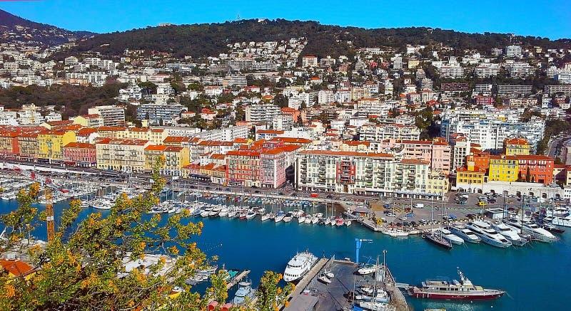 Sikt av hamnen (port) från slottkullen, franska Riviera Nice Cote d'Azur, Frankrike royaltyfri foto