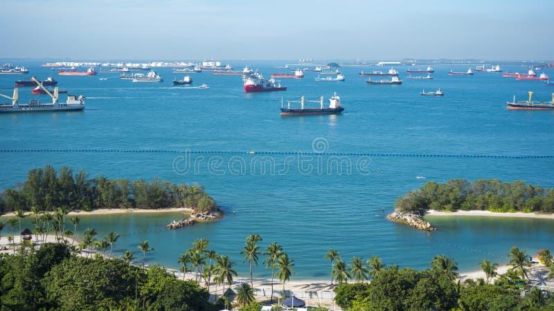 Sikt av hamnen som ses från den Singapore kabelbilen arkivfoton