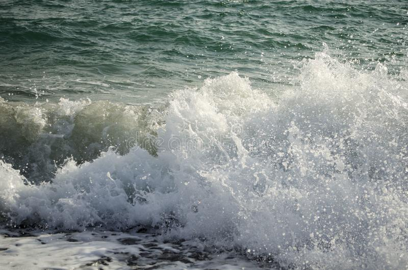 Sikt av havsvågfärgstänk arkivfoto