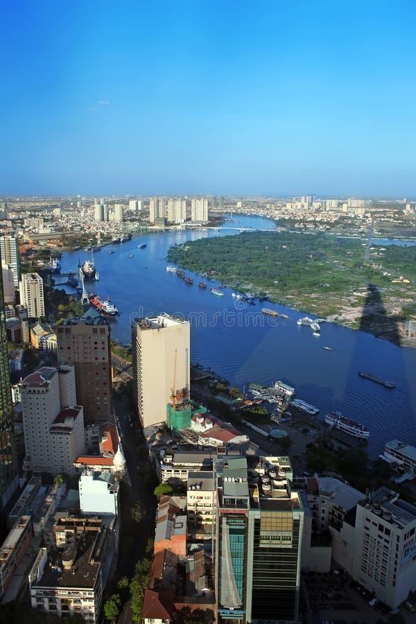 Sikt av Ho Chi Minh City från Bitexco det finansiella tornet. royaltyfri bild